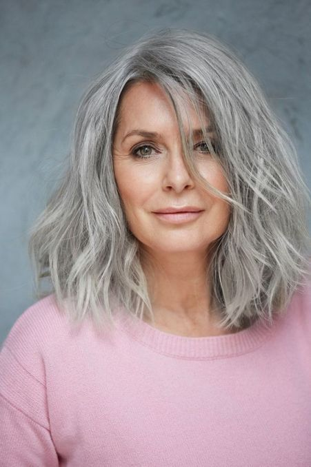 Cheveux-gris-pull-rose
